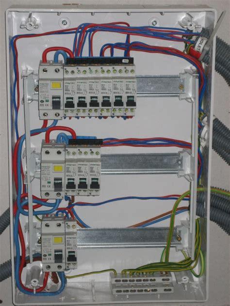 tableau electrique pour cuisine problème branchement électrique sens interrupteur différentiel câblage tableau électrique