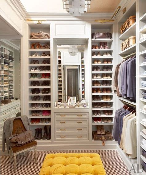walk in closet master bathroom