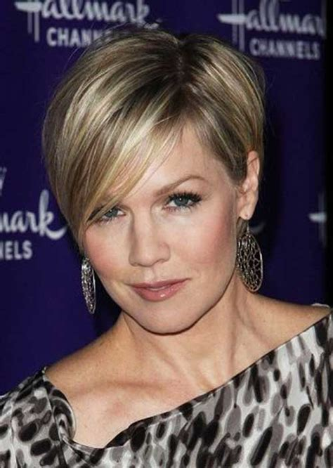 30 Short Hairstyles For Women Over 40 Stay Young And