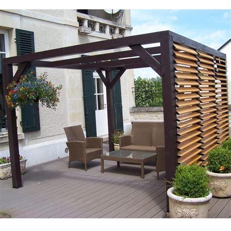 pergola en bois avec vantelles amovibles pour  mur