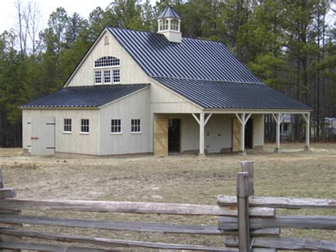 Farmhouse Front Porch Molino Green Farm 00 Jpg Metal Roof Houses On Metal Roof Roof And