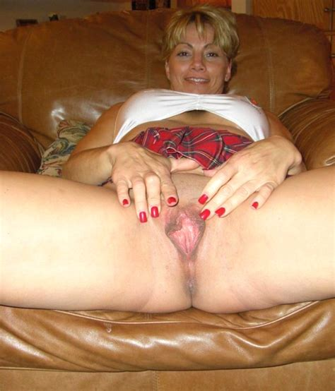 Scin46 In Gallery Mom Milf Spreading Her Legs Wide