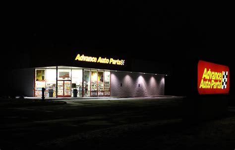 File:Advance Auto Parts Store at Night, Pittsfield ...