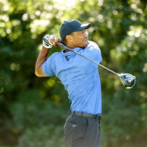 Tiger Woods gets hot to finish his first round, showing ...