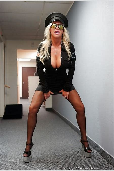 Blonde housewife Sandra Otterson has her mature mouth nailed in uniform - PornPics.com
