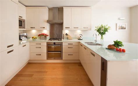 cuisine plan de travail marbre cuisine en u ouverte pour tout espace 60 photos et conseils