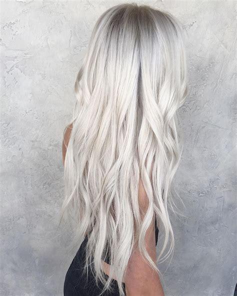 Platynowe Siwe Włosy Platinum Silver Grey Hairstyle