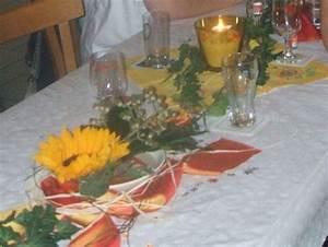 Tischdeko Mit Sonnenblumen : tischdeko mit sonnenblumen hochzeit ~ Lizthompson.info Haus und Dekorationen