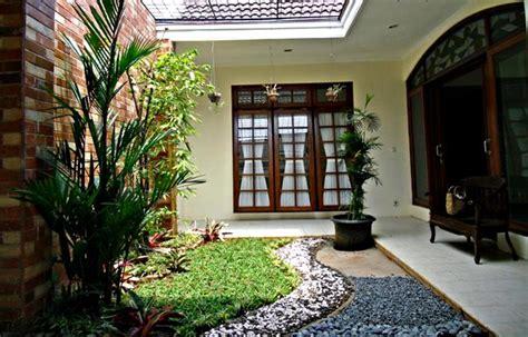 inspirasi desain teras belakang rumah terbaik  hunian