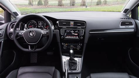 review  volkswagen golf  highline canadian auto