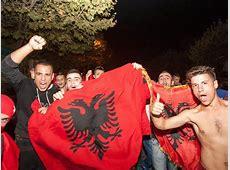 EMQualifikation » News » Albaner feiern nach Spielabbruch