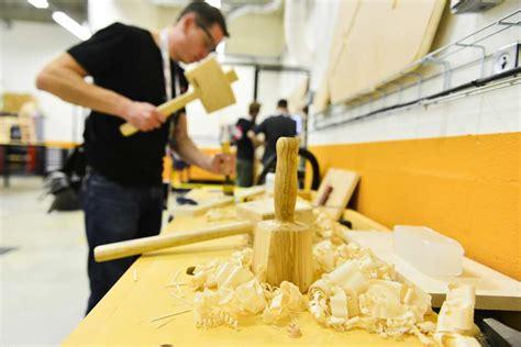 leroy merlin va doubler la mise pour s 233 duire les 171 makers 187 innovation produit les echos business