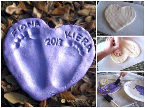 les empreintes de b 233 b 233 dans un coeur de pate a sel