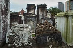 Saint Louis cemetery - search in pictures