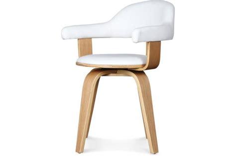 chaise pivotante pas cher chaise pivotante style scandinave en bois massif blanc chenia chaise design pas cher