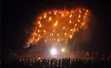 une lanterne volante de 30 m de diam 232 tre skylantern le