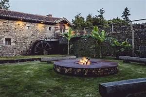 Brasero De Jardin : bras ro ext rieur et chemin e de jardin moderne par ak24 design ~ Teatrodelosmanantiales.com Idées de Décoration