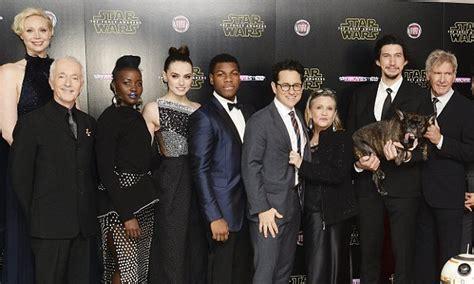 entire star warsthe force awakens cast  return