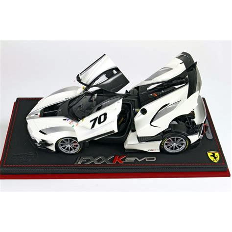 Ferrari tells us this fxx k evo will be available in a limited run (no number is given but expect only a handful), or as an upgrade pack for fxx k owners. Ferrari FXX K Evo Presentazione 70 white stripes black 1:18