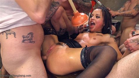 Holly Hendrix Gets Nailed By Some Horny Clowns 2 Of 3