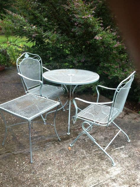 Metal Patio Furniture by Repainting Metal Furniture Easy As 1 2 3 Auntie Em S