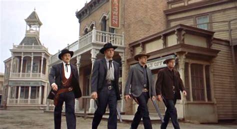 corral gunfight ok sem alma lei filme faroeste quem deles essa entrada nao 1957 sturges john