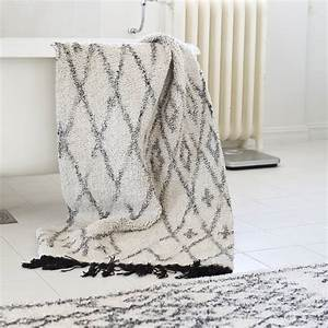 tell me more tapis ethnique 39casablanca39 blanc et noir With tapis coton ethnique