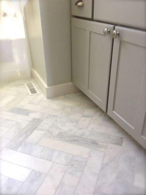 hardwood kitchen flooring 25 best ideas about herringbone tile floors on 1580