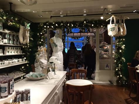 The new coffee shop offers ralph lauren's private coffee blends from usda organic coffees, teas, fresh juices, pastries, sandwiches and some of the. The Uptown Acorn: Christmas in New York {Ralph's Coffee}