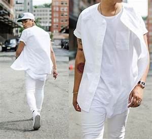 Picture Of sport style all white look with a tee shirt and jeans