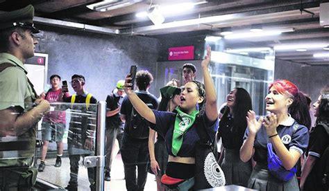 estallido social evasiones al metro  cortes de calles