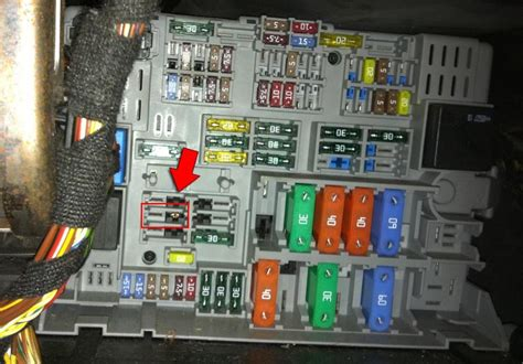 06 Bmw E90 Fuse Diagram by Is There Something Stuck Inside My Fuse Socket