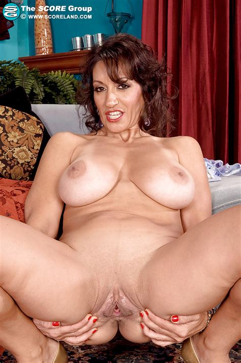 Lusty Persia Monir Takes Off Her Lingerie And Gets Her