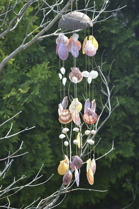 basteln für garten sommerdeko im garten windspiel aus muscheln selber basteln