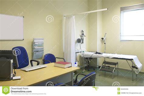 bureau de medecin pièce de médecin avec l 39 équipement et le bureau photo