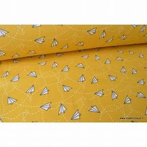Tissu 100 Coton : tissu coton imprim avions en papier fond moutarde ~ Teatrodelosmanantiales.com Idées de Décoration