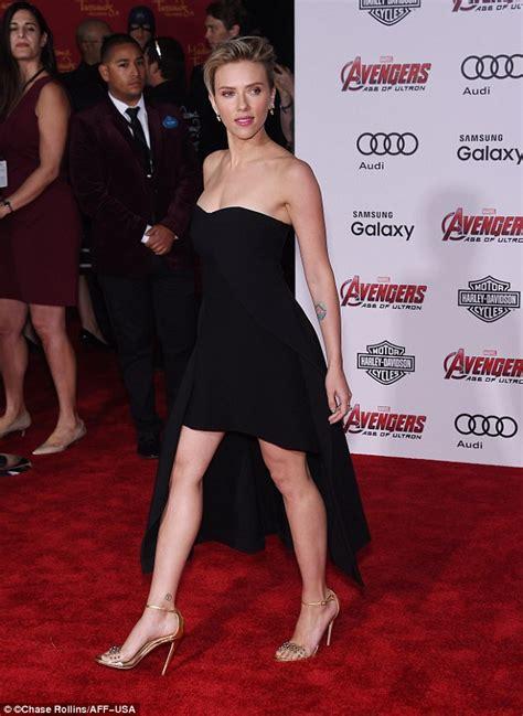 Scarlett Johansson flashes leg in seductive dress for