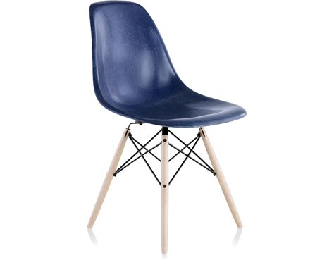 eames 174 molded fiberglass side chair with dowel base