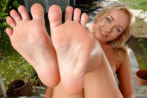 Cleo Vixen Gets Fucked And Cum On Her Soft Feet 1 Of 2