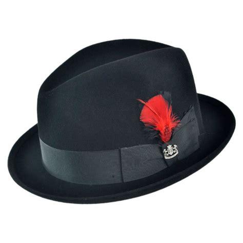 jenis topi yang bisa kamu gunakan saat mendaki supaya