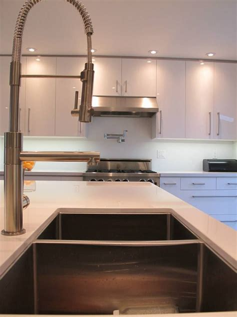 how to measure a kitchen for cabinets 16 best woodecor high gloss textured two tone kitchen 9493