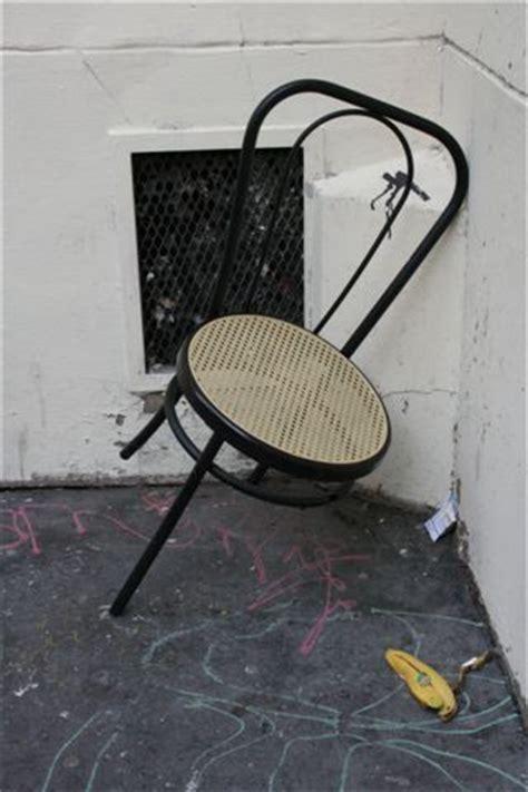 chaise cassée chaise cassée mafotofolie