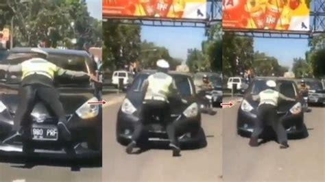 viral aksi polisi yang hentikan mobil dengan cara naik kap mesin ternyata ini alasannya