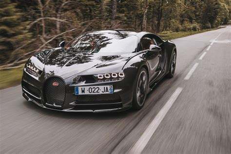 Bugatti Chiron Pics by Find Out What The Bugatti Chiron Is Like To Really Drive