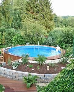 kleiner pool im grunen platz dafur ist im kleinsten With feuerstelle garten mit kleiner sandkasten für balkon