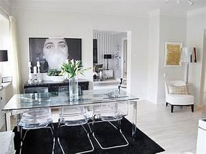 une table toute en transparence pour une deco elegante With meuble de salle a manger avec chaises salle À manger transparentes