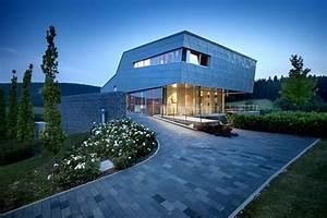 Maison Design Avec Un Bardage M U00e9tallique Et Du Verre