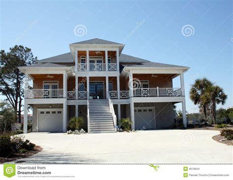 maison moderne de bord de mer images stock image 4519944