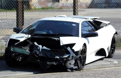 crashed white lamborghini car crash lamborghini murcielago lp640 crashes in england