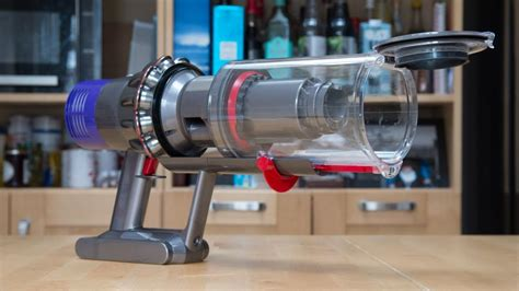 dyson akkusauger v10 dyson cyclone v10 the upright vacuum killer expert reviews
